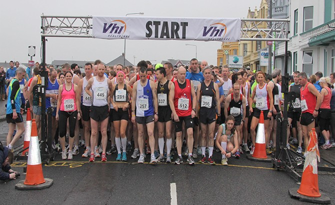 Runners ready themselves for the start of the Cara 10 Challenge 2013