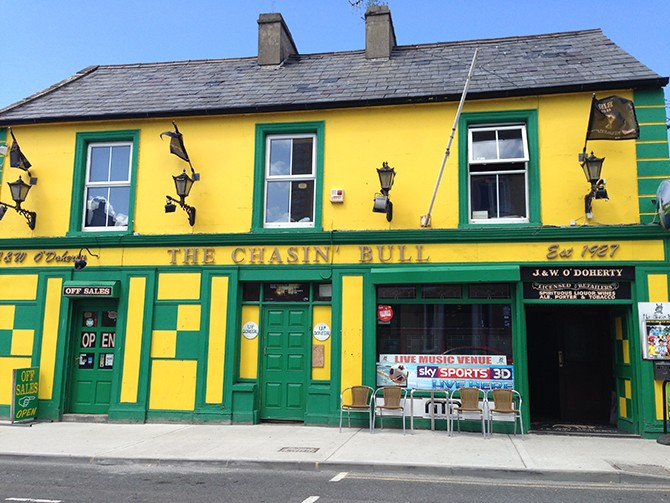 the Chasin Bull, Main Street, Bundoran