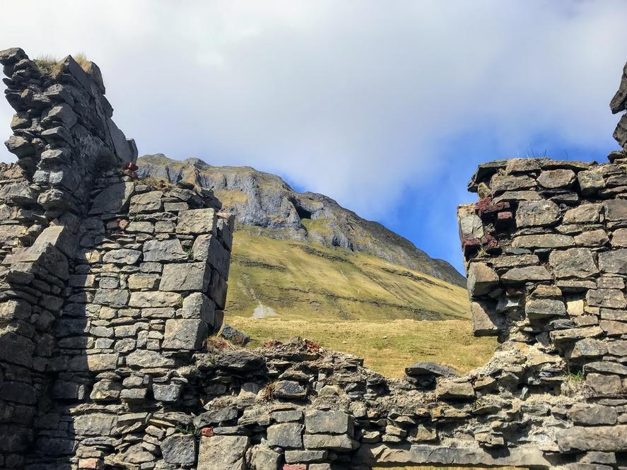 Diarmuid and Grainne cave through ruins
