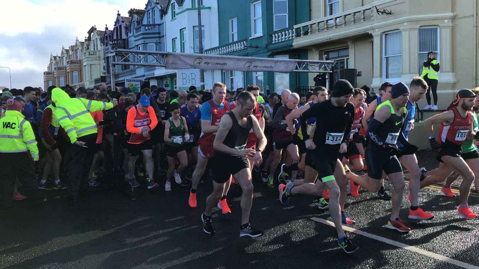Thousands brave windy Bundoran for Cara challenge